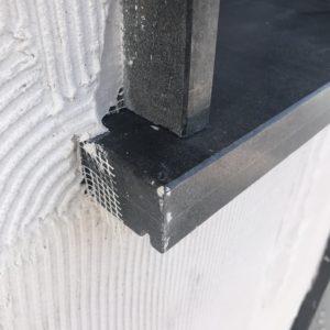 Под прозоречен парапет от гранит